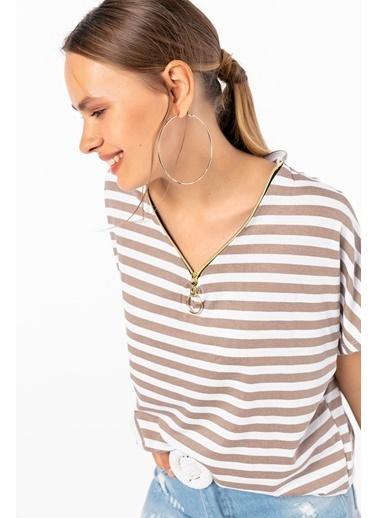 Emjey Yakası Yarım Fermuarlı Çizgili T-Shirt Beyaz